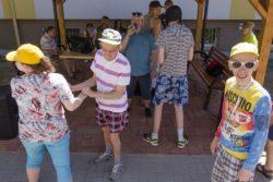 Tańczące osoby.